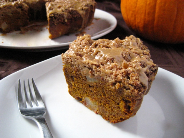 Maple Glazed Pumpkin Pear Bundt with Crumble Topping3